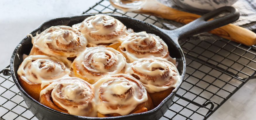 fall-breakfast-cinnamon-roll