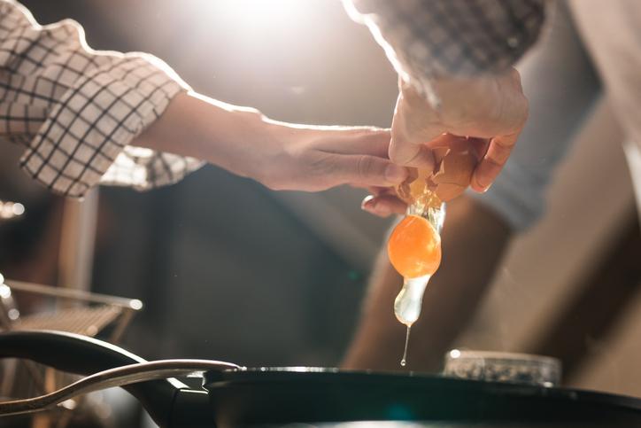 cracking-egg-in-pan