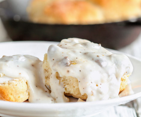 biscuits-and-gravy-close-up