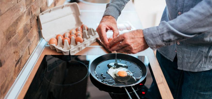cracking-an-egg-for-breakfast
